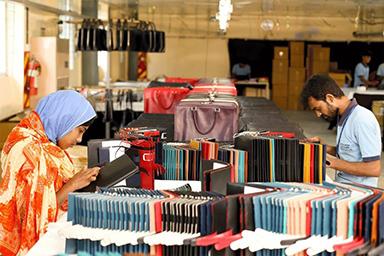 写真:イメージ小ロット、短納期対応の革製品OEM工場