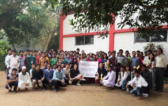バングラデシュ工場の皆と写真