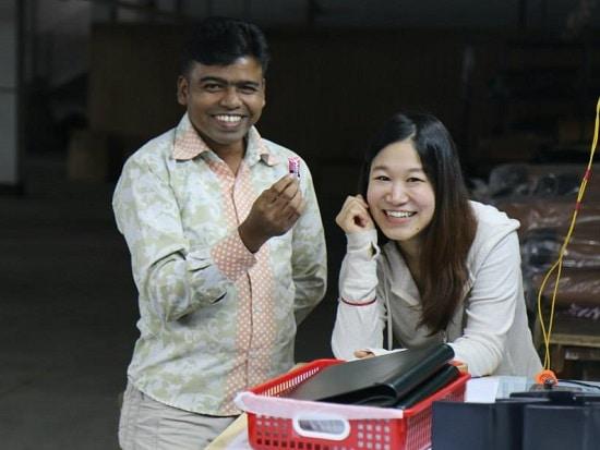 バングラデシュの革工場で働く人々