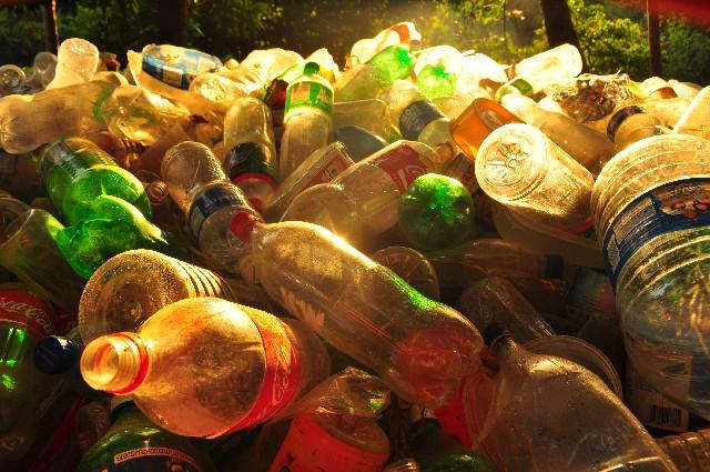 プラスチックは日々大量に廃棄されています。