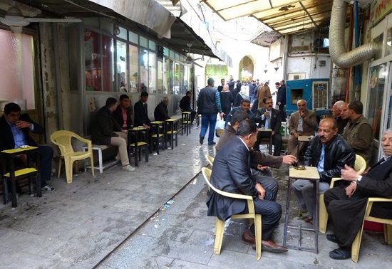 イラクでお茶を楽しむ人々