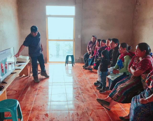 仕事の選択肢がなく子どもたちに教育を受けさせられない貧困層